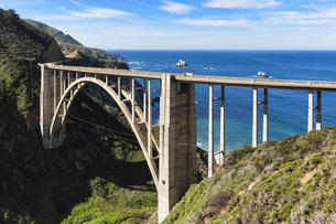 USA, California, Pacific Coast, National Scenic Byway, Big Sの写真素材 [FYI04340359]