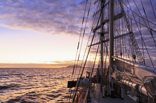 Pacific Ocean, sailing ship at Galapagos Islands at sunsetの写真素材 [FYI04340383]