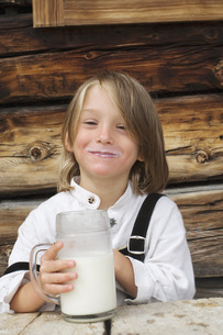 Austria, Salzburger Land,Boy (8-9) drinking milk, laughing,の写真素材 [FYI04340679]