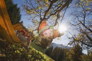 Austria, Salzburger Land, Altenmarkt, Mother watching son (8の写真素材 [FYI04340713]