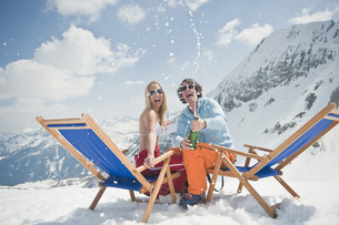Austria, Salzburger Land, Young couple celebrating with chamの写真素材 [FYI04340874]