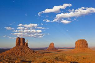 USA, Arizona, Monument Valley Tribal Park, West Mitten Butteの写真素材 [FYI04340909]