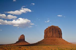 USA, Arizona, Monument Valley Tribal Park, West Mitten Butteの写真素材 [FYI04340910]