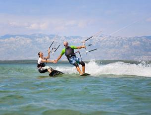 Croatia, Zadar, kitesurfer having funの写真素材 [FYI04341017]