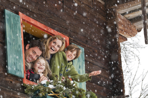Austria, Salzburg, Huettau, Family in a farmhouse, smilingの写真素材 [FYI04341072]