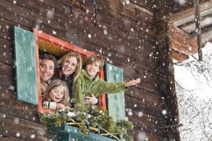 Austria, Salzburg, Huettau, Family in a farmhouse, smilingの写真素材 [FYI04341075]