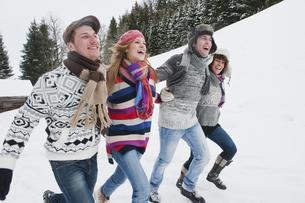 Austria, Salzburg Country, Flachau, Young people having funの写真素材 [FYI04341088]