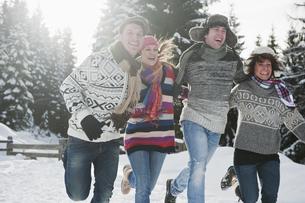 Austria, Salzburg Country, Flachau, Young people having funの写真素材 [FYI04341089]