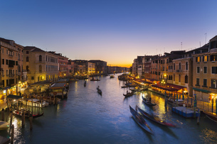 Italy, Venice, View of Grand Canal at duskの写真素材 [FYI04341261]