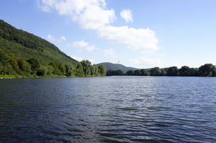 Germany, North Rhine-Westphalia, quarry pond  in the Weserauの写真素材 [FYI04341314]