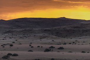 Africa, Namibia, Damaraland, view to grassland and volcanosの写真素材 [FYI04341550]