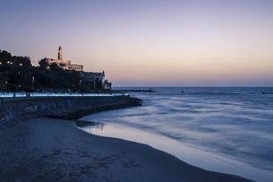 Israel, Tel Aviv-Jaffa, St. Peter's Church and beach, Blue hの写真素材 [FYI04341605]