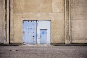 Germany, North Rhine-Westphalia, Neuss, door of a factoryの写真素材 [FYI04341682]