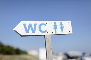Germany, Mecklenburg-Western Pomerania, Ruegen, sign postの写真素材 [FYI04341689]