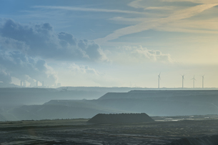 Germany, North Rhine-Westphalia, Garzweiler surface mine, brの写真素材 [FYI04341705]