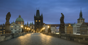 Czechia, Prague, Charles Bridge in the eveningの写真素材 [FYI04341737]