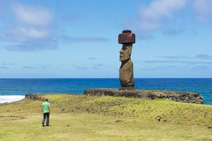 Chile, Easter Island, Hanga Roa, Ahu Ko Te Riku moai in theの写真素材 [FYI04341751]