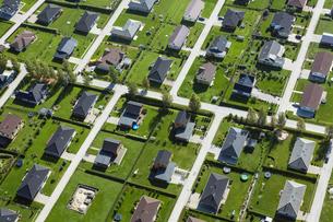 Estonia, Uelenurme near Tartu, buildings in suburban neighboの写真素材 [FYI04341906]