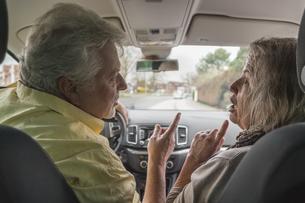 Couple inside car arguingの写真素材 [FYI04341945]