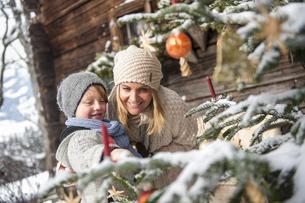 Austria, Altenmarkt-Zauchensee, mother and son looking at deの写真素材 [FYI04342052]