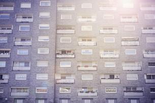 Germany, Monheim, facade of subsidized housingの写真素材 [FYI04342191]