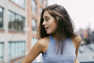 USA, New York City, brunette young woman turning awayの写真素材 [FYI04342208]