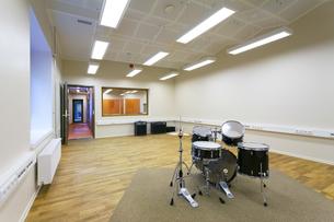 Estonia, Tartu, Heino Eller's Music school, empty classroomの写真素材 [FYI04342465]