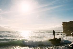 Spain, Fuerteventura, La Pared, silhouette of a man standingの写真素材 [FYI04342512]