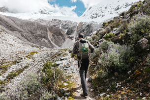 Peru, Huaraz, Huascaran National Park, man on a trekの写真素材 [FYI04342586]