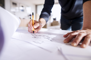 Architect working from homeの写真素材 [FYI04342657]