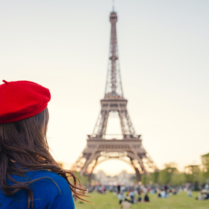 France, Paris, Champ de Mars, back view of woman wearing redの写真素材 [FYI04342732]
