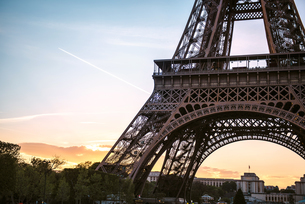 France, Paris, part of Eiffel Tower by sunset with Trocaderoの写真素材 [FYI04343016]