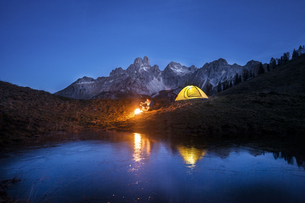 Austria, Salzburg State, Filzmoos, senior man camping in froの写真素材 [FYI04343037]