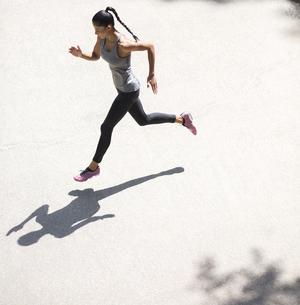 Top view of woman runningの写真素材 [FYI04343054]