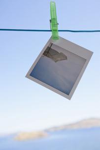 Greece, Lesvos, Polaroid hanging on clotheslineの写真素材 [FYI04343523]