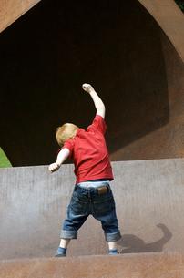 Germany, Baden Wuerttemberg, Constance, Boy dancingの写真素材 [FYI04343592]