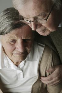 Portrait of senior couple, close-upの写真素材 [FYI04343750]