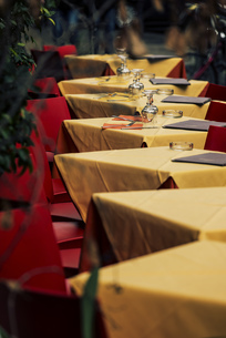 Italy, Rome, Restaurant, empty tablesの写真素材 [FYI04343778]