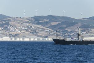 Morocco, Tangier, Strait of Gibraltar, Cargo ship, Wind parkの写真素材 [FYI04343816]