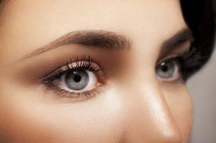 Woman's blue eyesの写真素材 [FYI04343855]