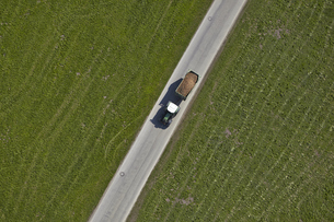 Germany, Bavaria, Aerial view of tractor with trailerの写真素材 [FYI04343947]