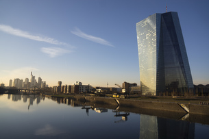 Germany, Frankfurt, view to European Central Bank and city sの写真素材 [FYI04343951]