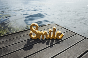 The word 'Smile' on jettyの写真素材 [FYI04344811]