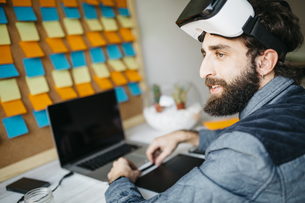 Man with Virtual Reality Glasses working on new project in hの写真素材 [FYI04345650]