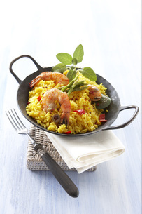 Seafood paella, elevated viewの写真素材 [FYI04345842]