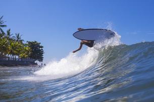 Indonesia, Bali, surfer on waveの写真素材 [FYI04346137]