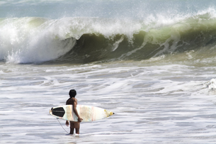 Indonesia, Bali, surfer waiting for waveの写真素材 [FYI04346221]