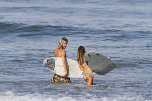 Indonesia, Bali, Surfer couple going into waterの写真素材 [FYI04346223]