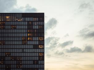 Germany, Duesseldorf, facade of luxury hotel at Media Harbouの写真素材 [FYI04346239]