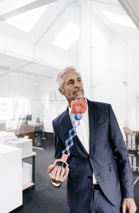 Mature businessman in office receiving an uppercutの写真素材 [FYI04347557]